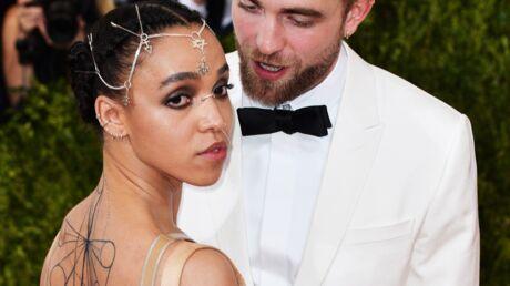 PHOTO FKA twigs: la chérie de Robert Pattinson sexy en bikini sous le soleil d'Ibiza