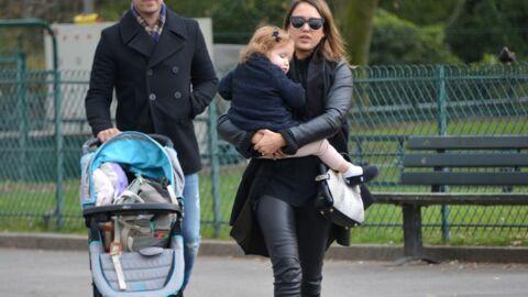 PHOTOS Jessica Alba en vacances à Paris avec Cash Warren et leurs filles