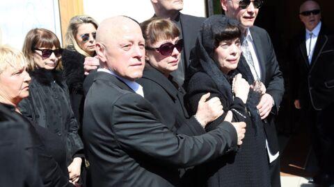 Mireille Mathieu en larmes aux obsèques de sa mère