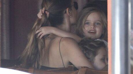 PHOTOS Angelina Jolie: pause tendresse avec ses jumeaux