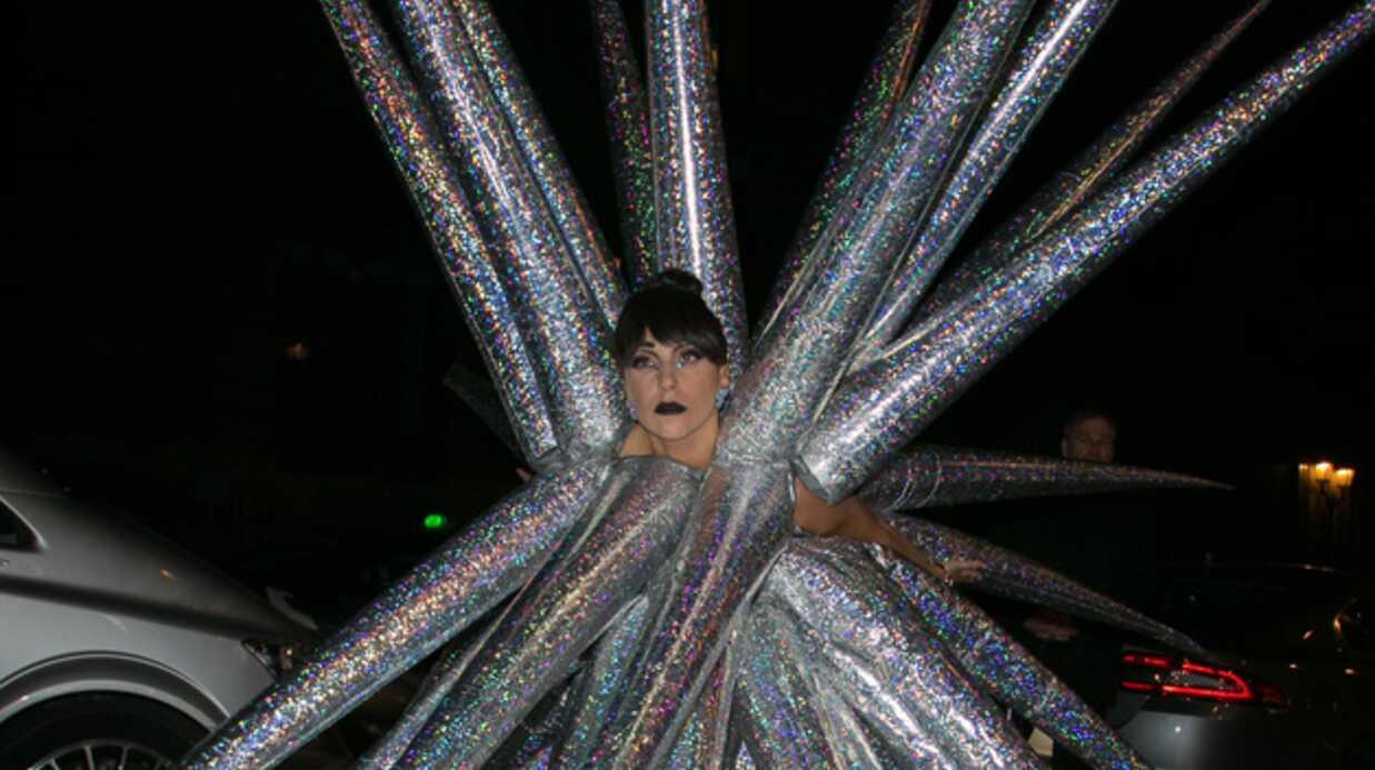 Lady Gaga: son look impressionnant (et très ridicule) à Paris