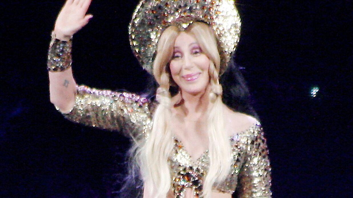 La chanteuse Cher annule la fin de sa tournée pour raisons médicales