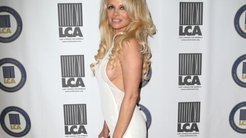 PHOTO Pamela Anderson laisse (encore) entrevoir un sein
