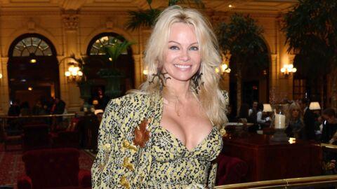 PHOTOS Seins nus, Pamela Anderson est sexy comme jamais pour un shooting de lingerie érotique