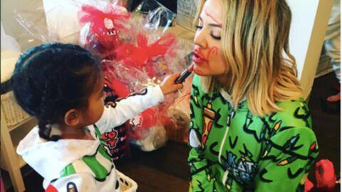 PHOTOS Quand Khloe Kardashian se fait maquiller par sa nièce North
