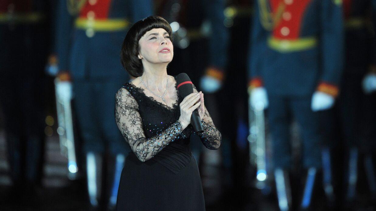 Mireille Mathieu «bouleversée» par la mort de 64 membres des chœurs de l'Armée Rouge