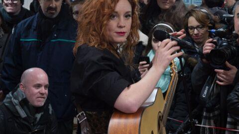PHOTOS Emji (Nouvelle Star) retourne chanter dans le métro parisien