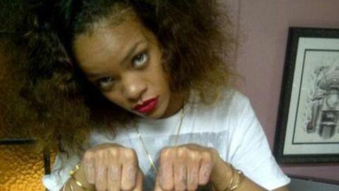 Rihanna se fait (encore) tatouer et insulte ses fans