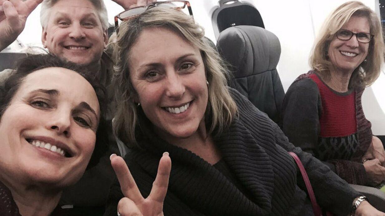 Andie MacDowell: elle se plaint de voler en classe «touriste» et fâche Twitter
