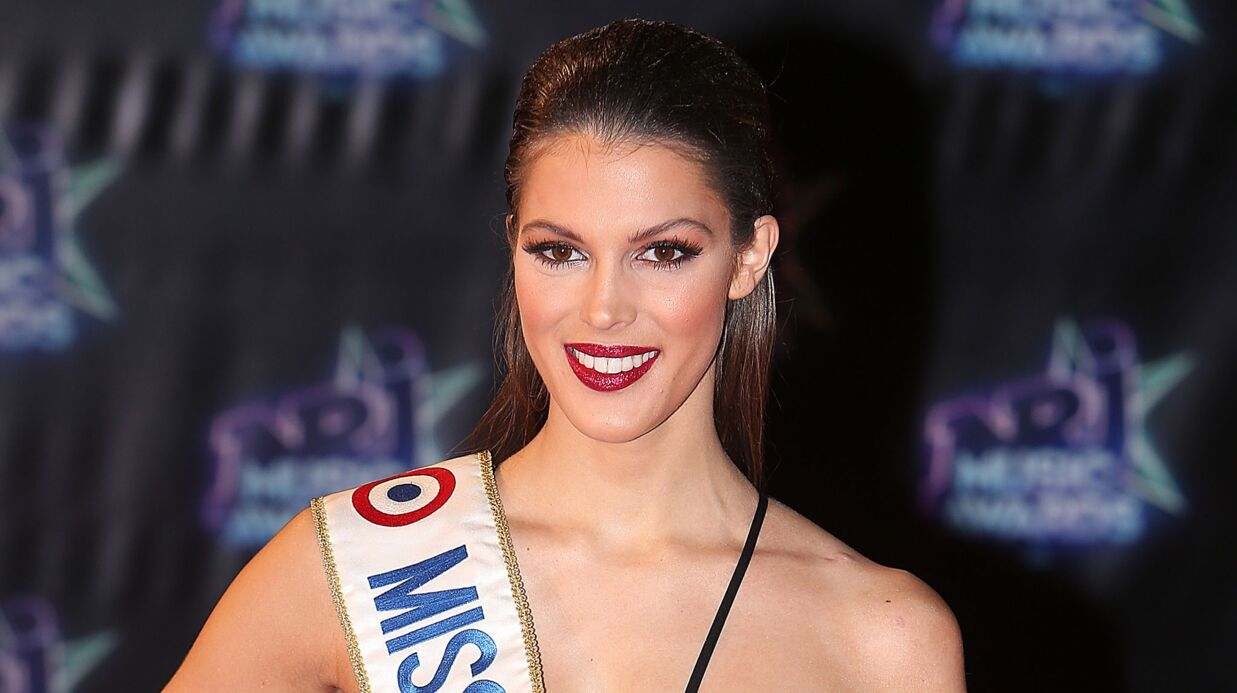 VIDEO Miss Univers : Iris Mitte­naere ultra sexy en plumes et bikini en strass du Moulin Rouge