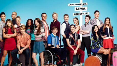 Lea Michele entourée des acteurs de Glee lors de l'hommage à Cory Monteith