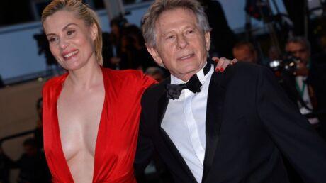 DIAPO Cannes: le décolleté incandescent d'Emmanuelle Seignier sur les marches