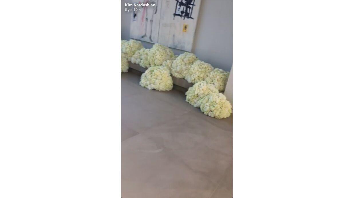 PHOTO Kim Kardashian couverte de fleurs par Kanye West pour leurs trois ans de mariage
