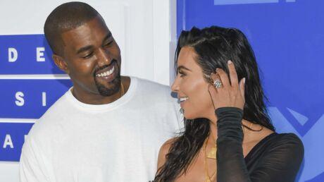 photo-kim-kardashian-couverte-de-fleurs-par-kanye-west-pour-leurs-trois-ans-de-mariage