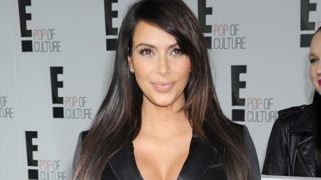 Kim Kardashian dévoile son (ÉNORME) ventre de grossesse