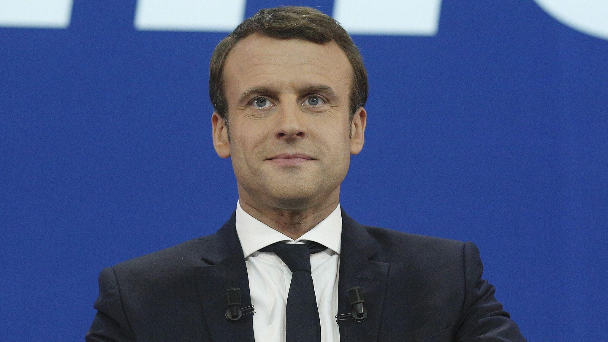 Ses Parents Son Frere Sa Sœur La Si Discrete Famille D Emmanuel Macron Se Devoile Voici