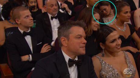 VIDEO Oscars 2017: le moment trop drôle où Chrissy Teigen s'endort en pleine cérémonie
