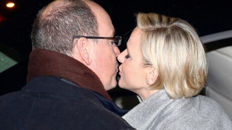 PHOTOS Charlène de Monaco offre un baiser très amoureux à Albert