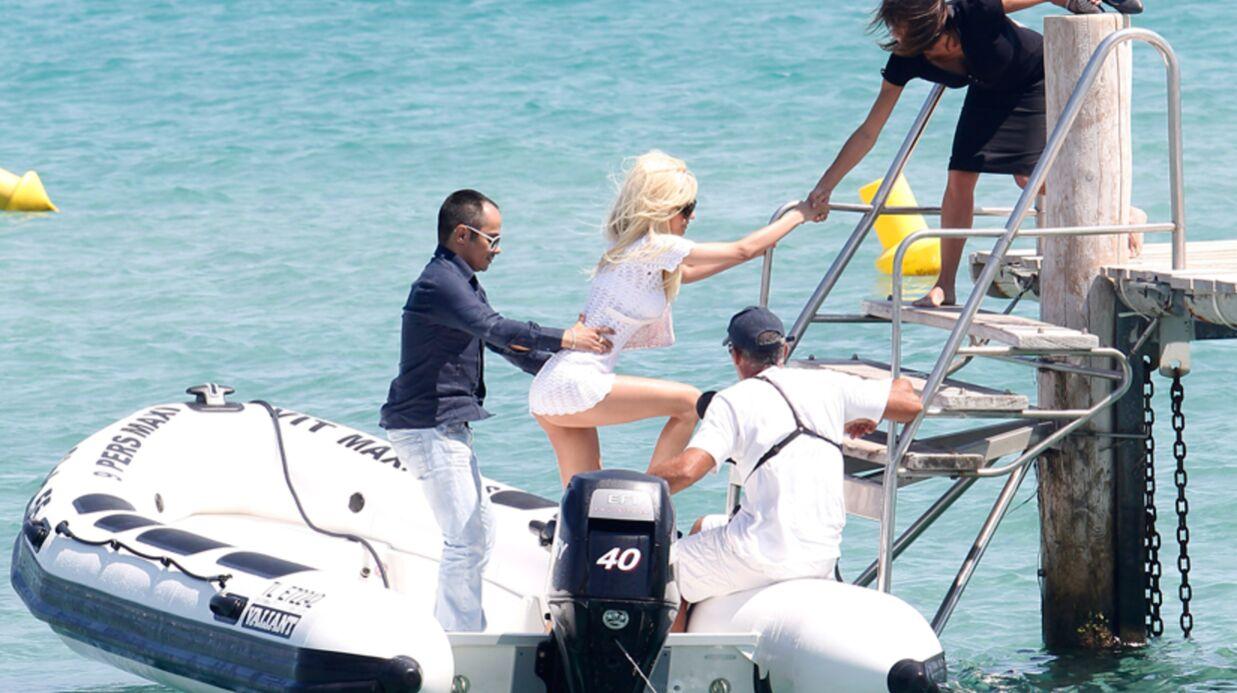 PHOTOS Zahia Dehar très (trop) court vêtue à Saint-Tropez