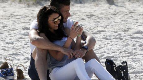 PHOTOS Olivier Giroud et sa femme: promenade romantique et câlins sur la plage