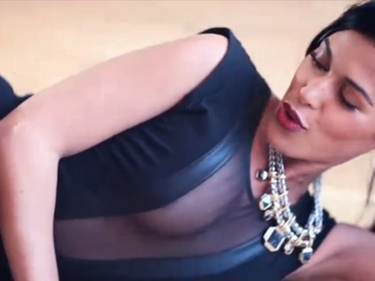 VIDEO Ayem hot en lingerie pour lancer son application mobile