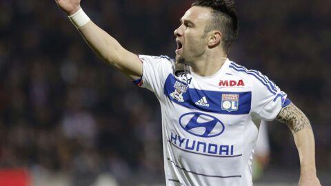 Mathieu Valbuena s'en est pris à un supporter qui lui reprochait l'absence de Karim Benzema