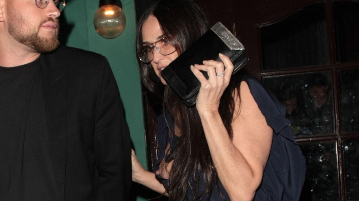PHOTOS Demi Moore: trahie par sa robe, elle en montre beaucoup trop…