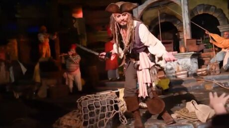 Johnny Depp à Disneyland, il surprend les fans de Pirates des Caraïbes
