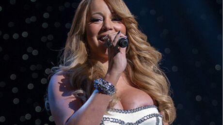 Mariah Carey laisse entrevoir un bout de sein lors d'une fête