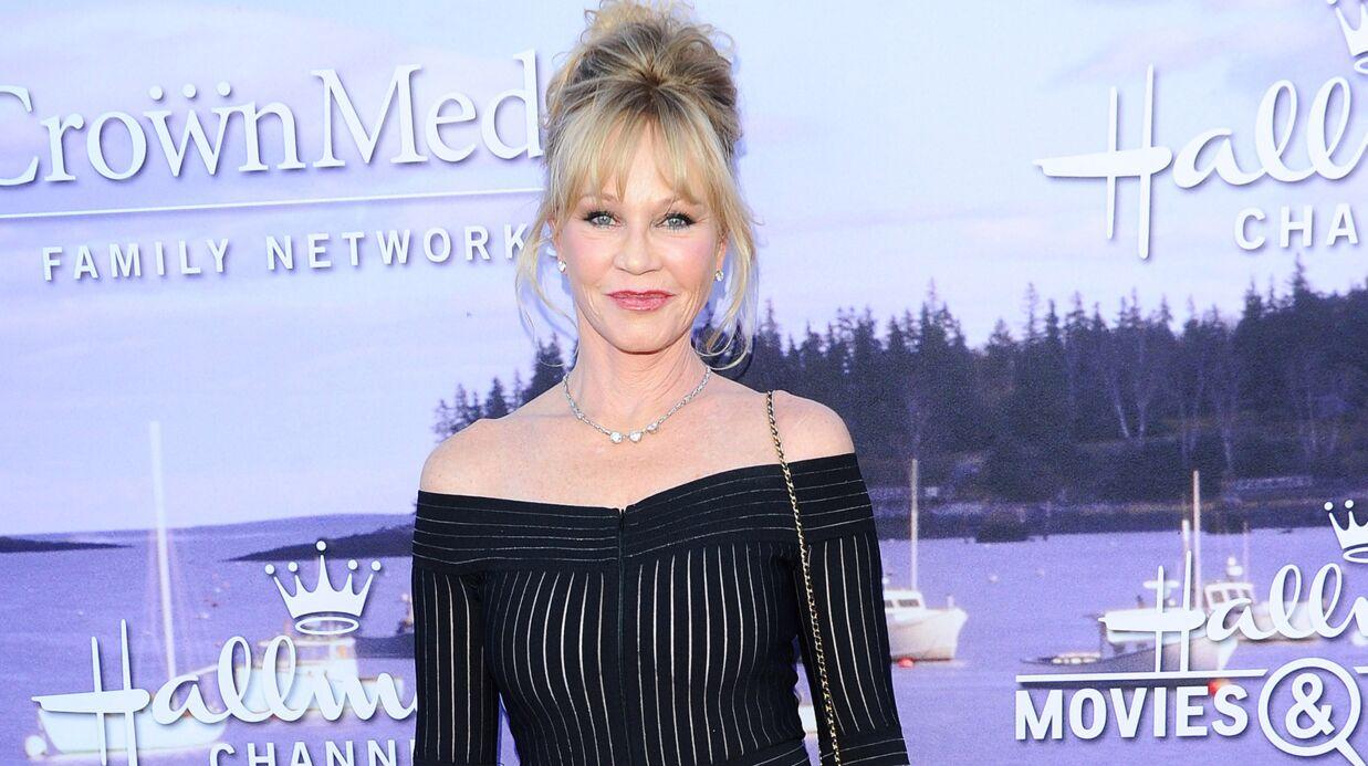 PHOTOS Melanie Griffith ose la robe très très suggestive et dévoile ses courbes sexy
