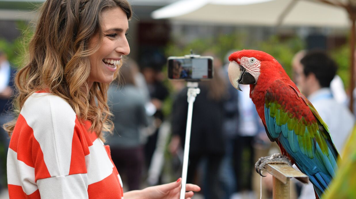 PHOTOS Séance photo fun pour Laury Thilleman au Village de Roland-Garros