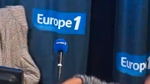 VIDEO Cyril Hanouna se casse la figure en direct sur Europe 1
