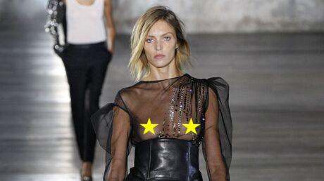 PHOTOS Fashion Week: le top Anja Rubik seins nus au défilé Saint Laurent