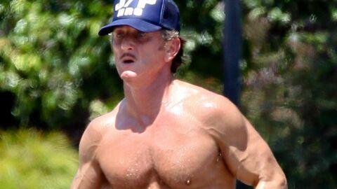 DIAPO Sean Penn fait son jogging torse nu