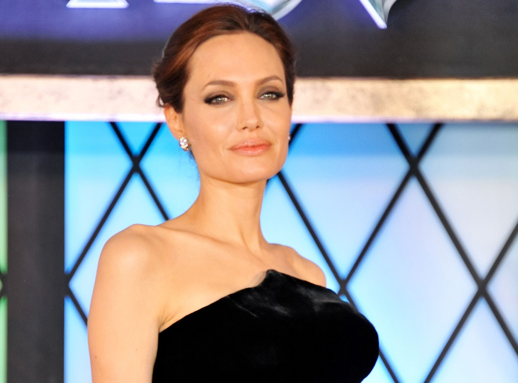 Angelina Jolie Nue Sex des photos d'angelina jolie topless à 19 ans refont surface