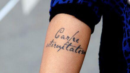Tatouage Ces Stars Qui Portent Un Tatouage Sur La Clavicule Voici