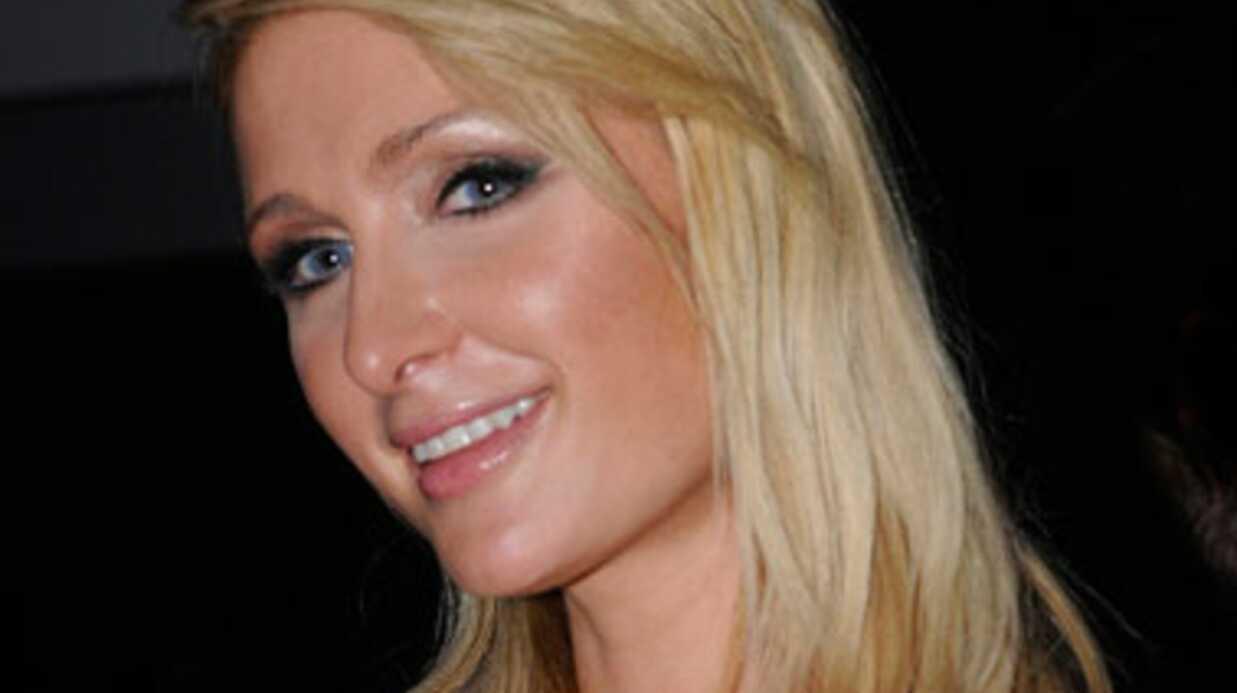 PHOTOS Paris Hilton accompagne son mec mannequin au défilé Mango