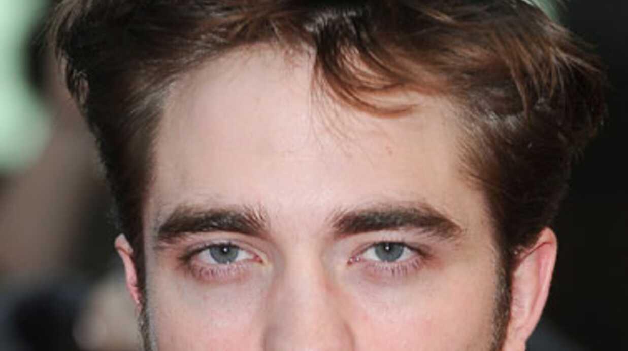 VIDEO Robert Pattinson a mordu un bébé
