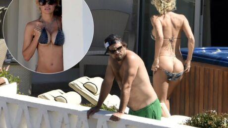 PHOTOS Pamela Anderson, toujours aussi sexy, dévoile ses fesses