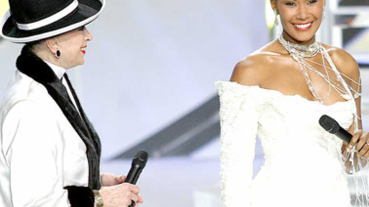 Geneviève de Fontenay écharpe les ex-Miss France