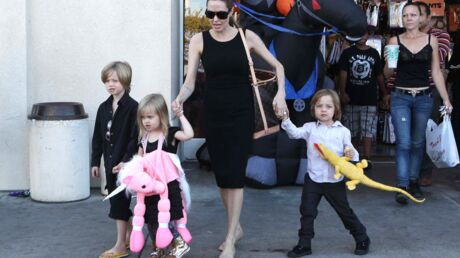 diapo-angelina-jolie-emplettes-d-halloween-avec-ses-enfants
