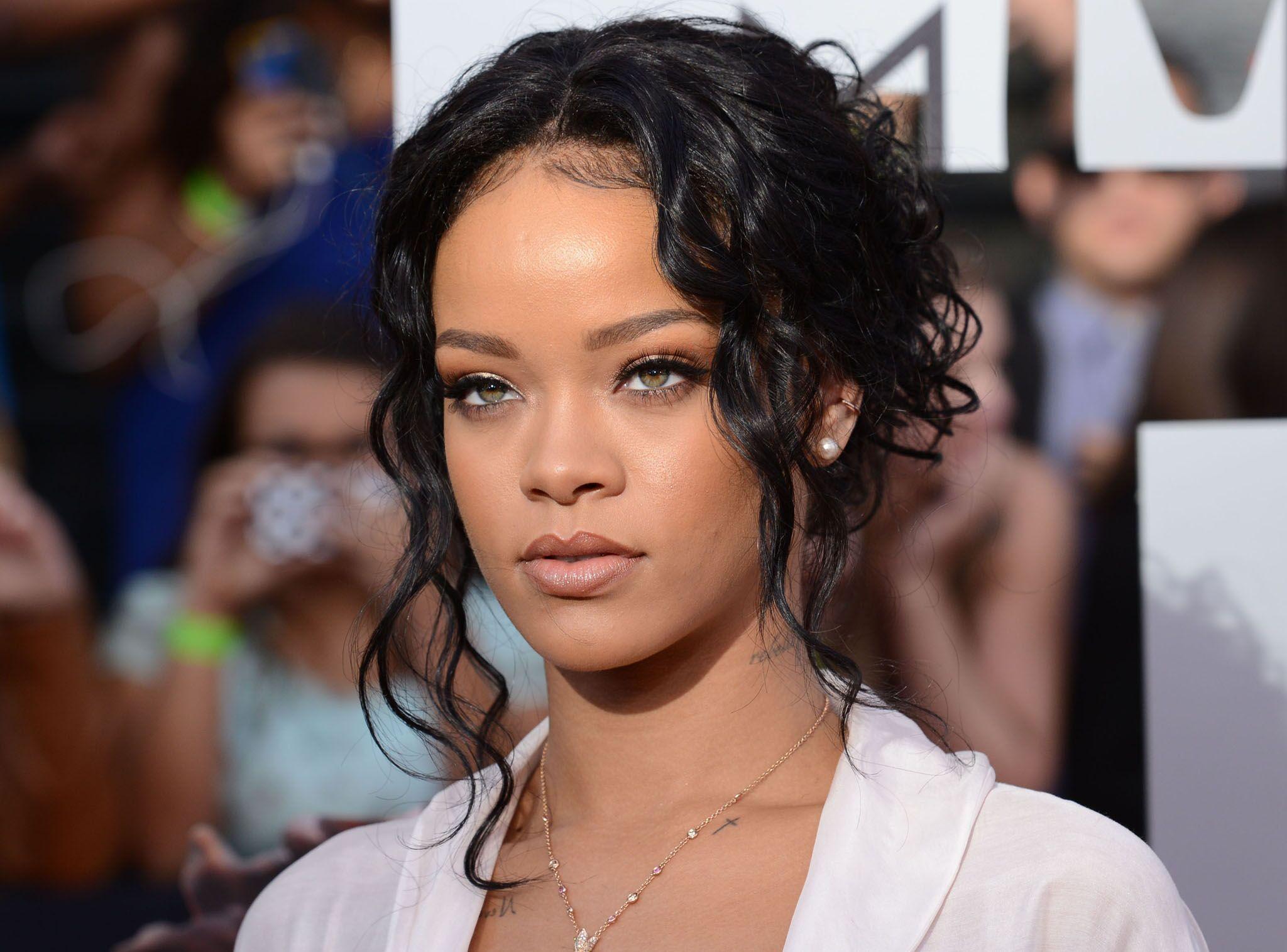 6f505bed5d73 Découvrez la somme hallucinante que Rihanna dépense chaque semaine pour ses soins  de beauté - Voici