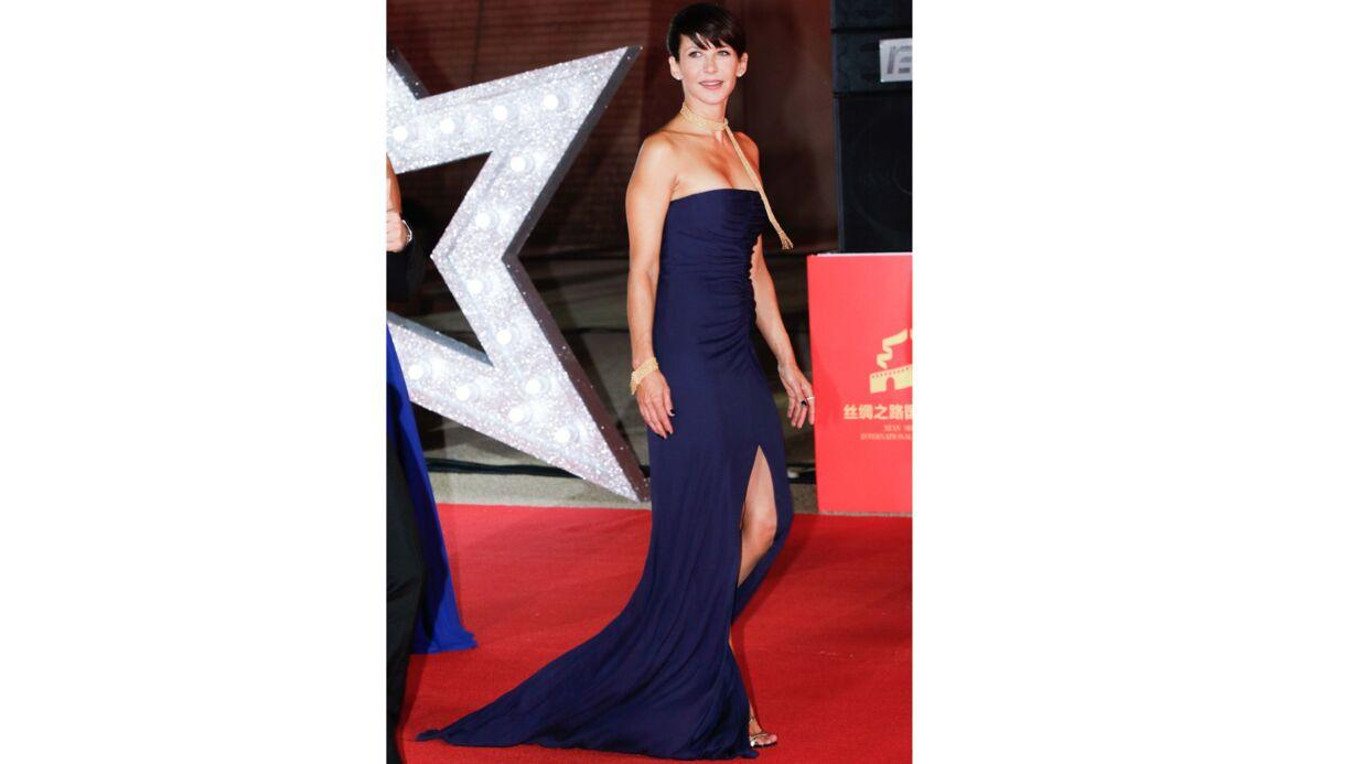 PHOTOS Sophie Marceau enflamme un red carpet chinois avec une robe bustier fendue