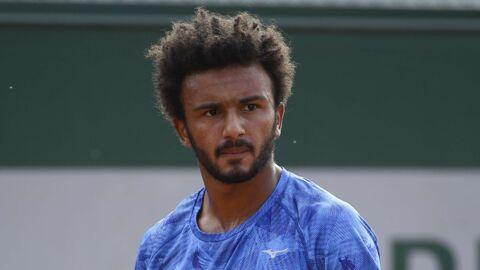 Le tennisman français Maxime Hamou embrasse de force une journaliste en direct