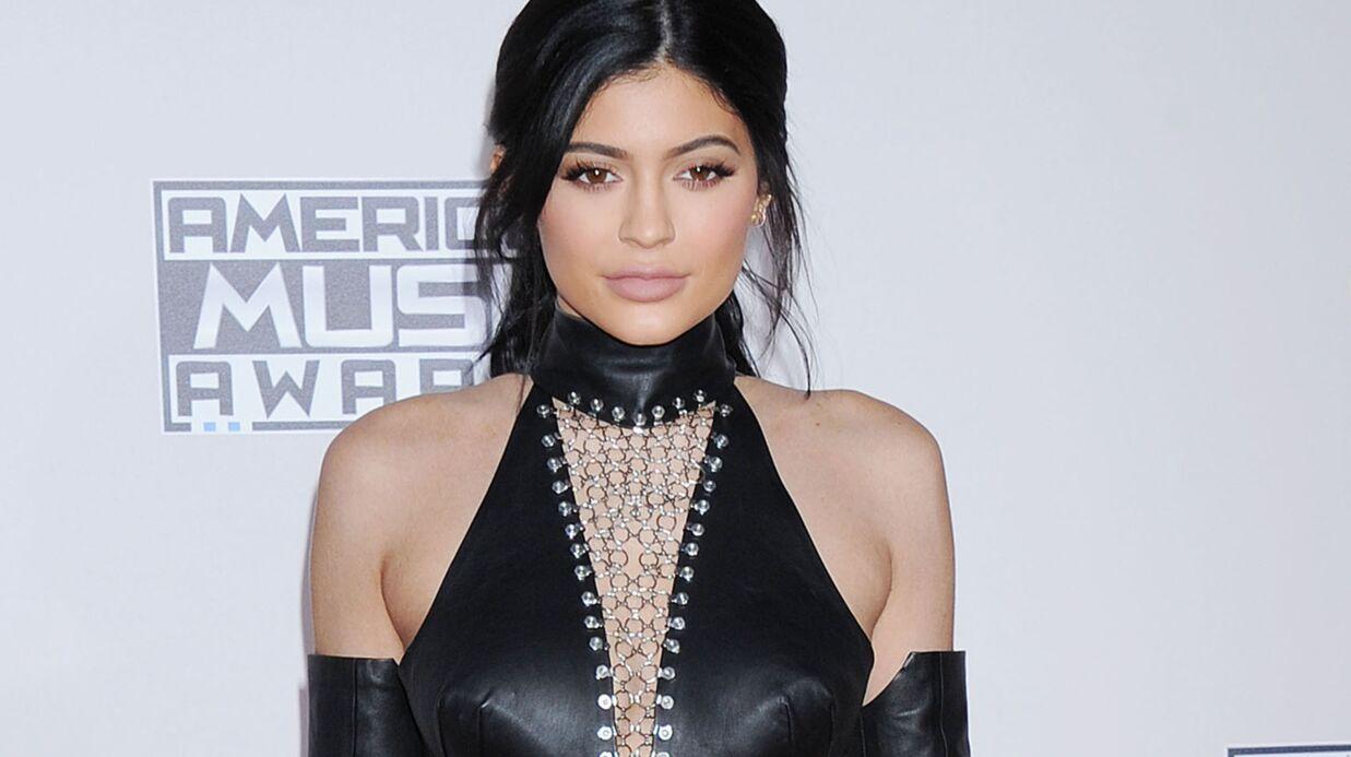 PHOTOS Kylie Jenner lance une ligne de rouge à lèvres