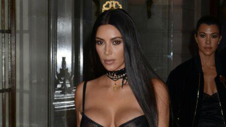 PHOTOS Kim Kardashian se fait maquiller le derrière et l'entrejambe (et oui, c'est très bizarre)