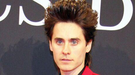 LOOK Jared Leto en costume rouge: au secours!