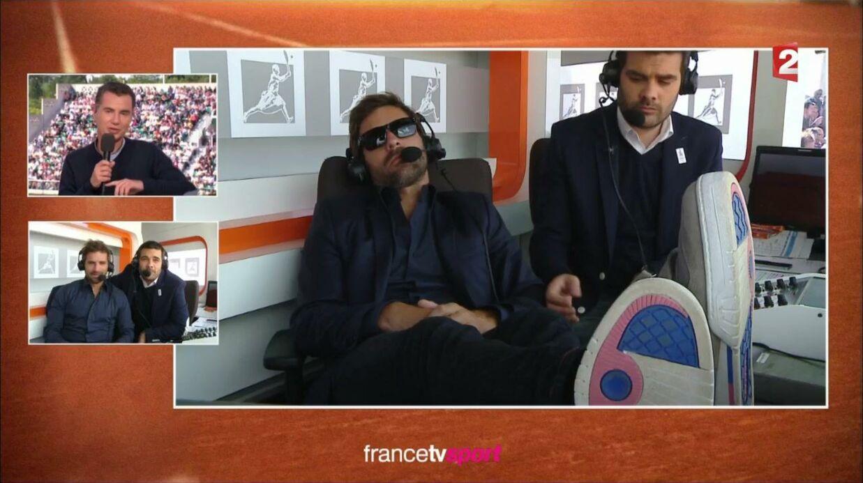 VIDEO Arnaud Clément fait une sieste pendant Roland-Garros (et fait rire les internautes)