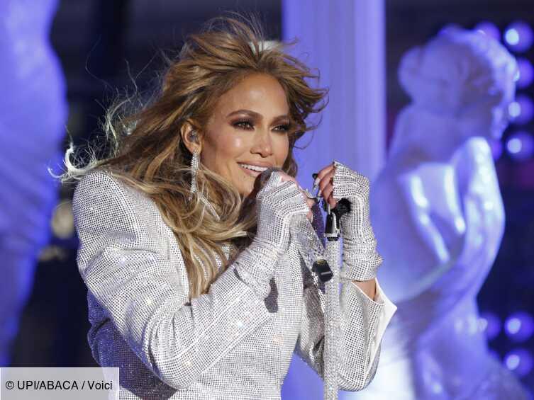 PHOTO Jennifer Lopez en maillot de bain très décolleté, elle charme les internautes