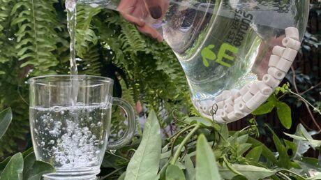 Des perles en céramique à la maison. La purification de l'eau contre la pollution plastique